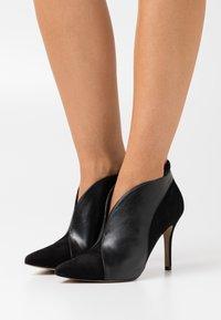 San Marina - VALENTI - High heeled ankle boots - noir - 0