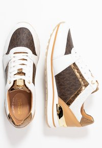 MICHAEL Michael Kors - BILLIE TRAINER - Sneakersy niskie - optic white/brown - 3