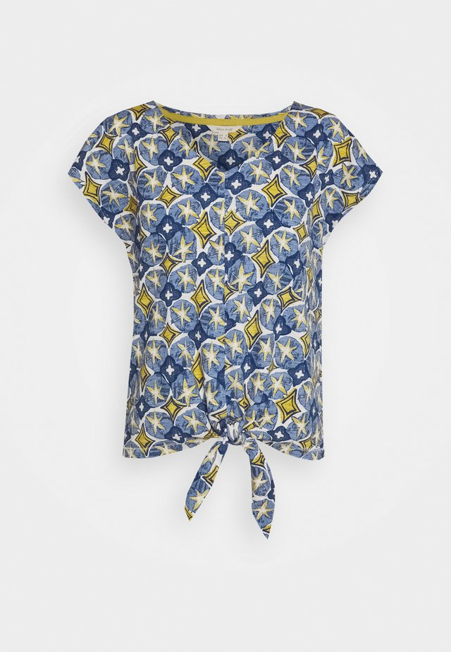 SAGE TEE - Print T-shirt - blue