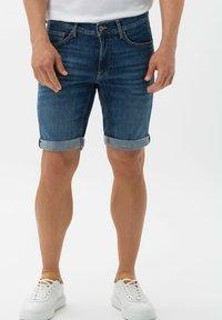 BRAX - STYLE CHRIS B - Denim shorts - authentic blue used - 0