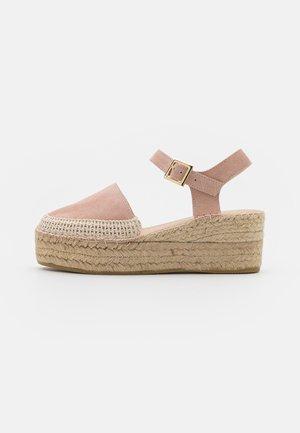 JAVA  - Sandály na platformě - rosa