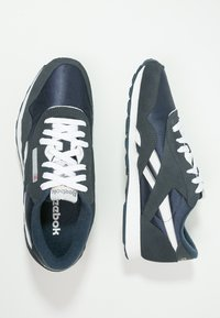 Reebok Classic - CLASSIC NYLON BREATHABLE LIGHTWEIGHT SHOES - Sneaker low - team navy/platinum - 2