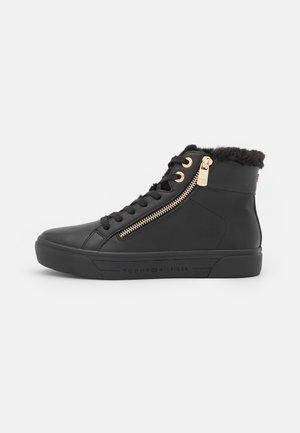 CASUAL WARMLINED MID - Sneakersy wysokie - black