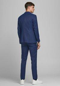 Jack & Jones PREMIUM - SUPER SLIM FIT - Suit trousers - dark navy - 2