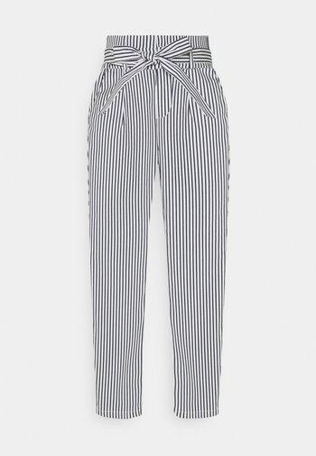 VMEVA PAPERBAG - Trousers - snow white/navy blazer