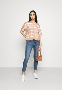 ONLY - ONLDAISY LIFE PUSH UP - Jeans Skinny Fit - medium blue denim - 1