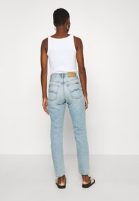 Nudie Jeans - BREEZY BRITT - Relaxed fit jeans - light desert - 2