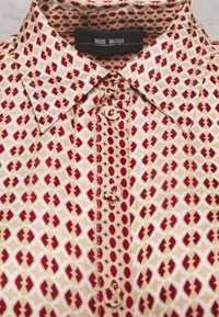 Mos Mosh - TAYLOR RETRO - Button-down blouse - biking red - 2