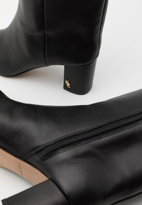 Kurt Geiger London - BURLINGTON STOV - Boots - black - 4