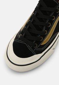 Vans - STYLE 36 DECON UNISEX - Skate shoes - black/antique white - 6