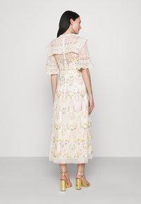 Needle & Thread - REVERIE ROSE BALLERINA DRESS - Společenské šaty - champagne - 2