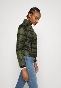 Calvin Klein Jeans - SHINY JACKET - Kurtka zimowa - deep depths - 3