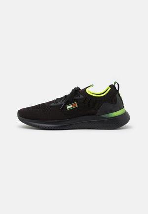MODERN RUNNER - Sneakers basse - black