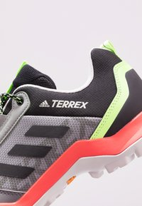 adidas Performance - TERREX AX3 - Obuwie hikingowe - grey three/core black/signal green - 5