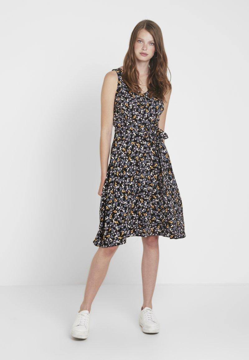 Dorothy Perkins Tall - DITSY V NECK SOFT BELTED SLEEVELESS DRESS - Day dress - black
