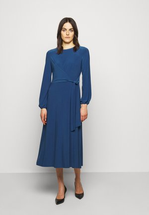 MID WEIGHT DRESS - Robe en jersey - dark cerulean