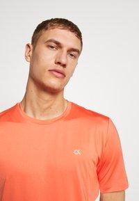 Calvin Klein Performance - SHORT SLEEVE - T-shirts print - red - 4