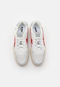 Diadora - MI BASKET ICONA UNISEX - Zapatillas - white/ferrari red italy - 3