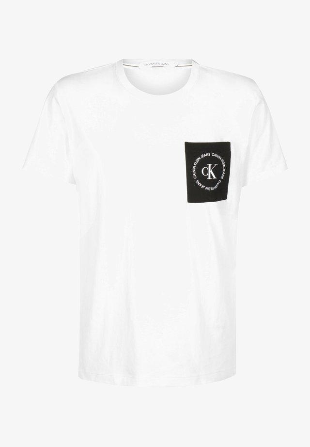 CK ROUND LOGO REG PCKT TEE - T-shirt con stampa - bright white/black/white