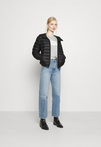 Levi's® - PACKABLE JACKET - Lett jakke - caviar - 1