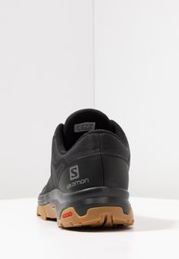 Salomon - OUTBOUND GTX - Obuwie hikingowe - black