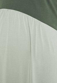 Paula Janz Maternity - DRESS TOUCH - Žerzejové šaty - misty jade - 2