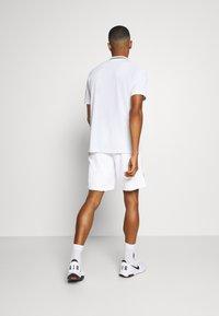 Nike Performance - ACE SHORT - Sportovní kraťasy - white - 2