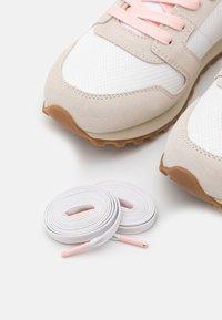 Polo Ralph Lauren - CLASSIC RUNR - Trainers - white/stucco - 5