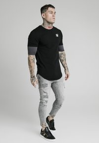 SIKSILK - RAW CUFF CROPPED SKINNY JEANS - Skinny džíny - washed grey - 1
