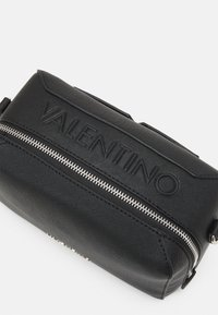 Valentino Bags - PATTIE - Across body bag - nero - 3