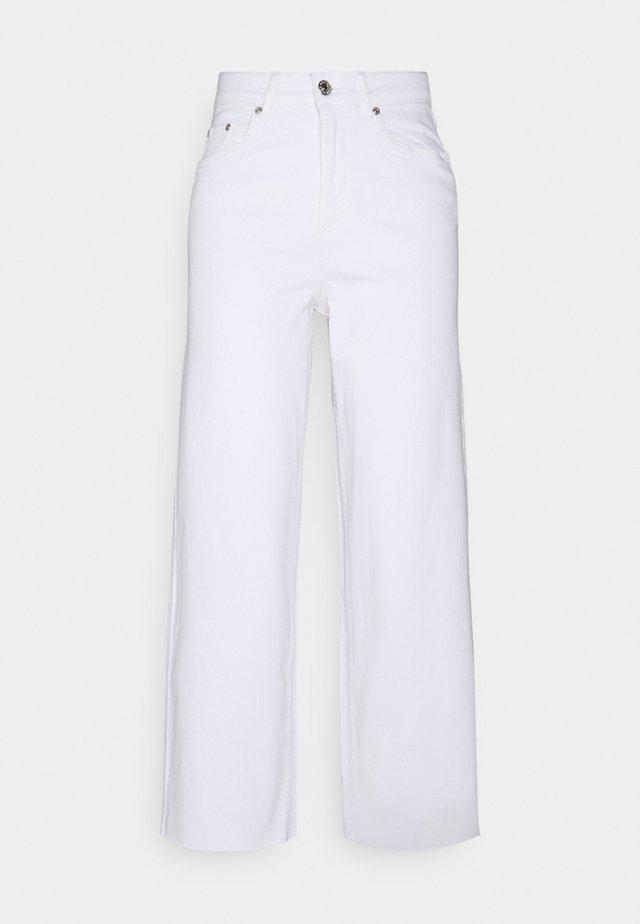 BYKATO BYKAISA - Jeans a sigaretta - off white