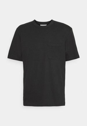 RYE LANE POCKET TEE - T-shirt - bas - black