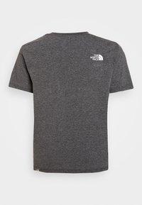 The North Face - SIMPLE DOME TEE UNISEX - Camiseta estampada - medium grey heather - 1