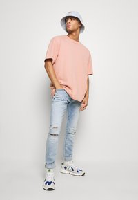 G-Star - REVEND SKINNY - Jeans Skinny Fit - elto pure superstretch/sun faded ripped topaz blue - 1