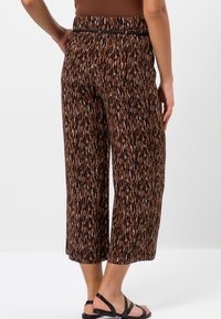 zero - Trousers - almond - 2