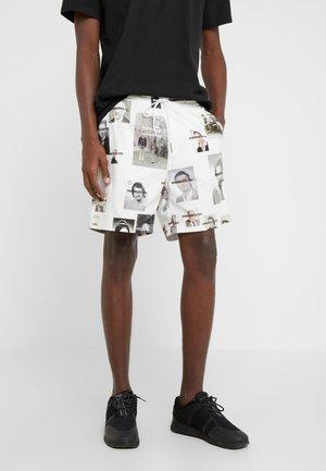 SORT - Shorts - white/black