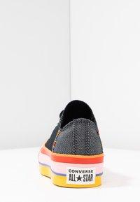 Converse - CHUCK TAYLOR ALL STAR LIFT RAINBOW - Joggesko - black/white/coastal pink - 5