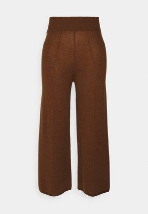 LOOSE FIT PANTS - Kalhoty - deep camel