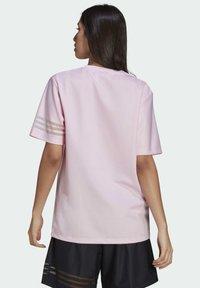 adidas Originals - Basic T-shirt - pink - 1