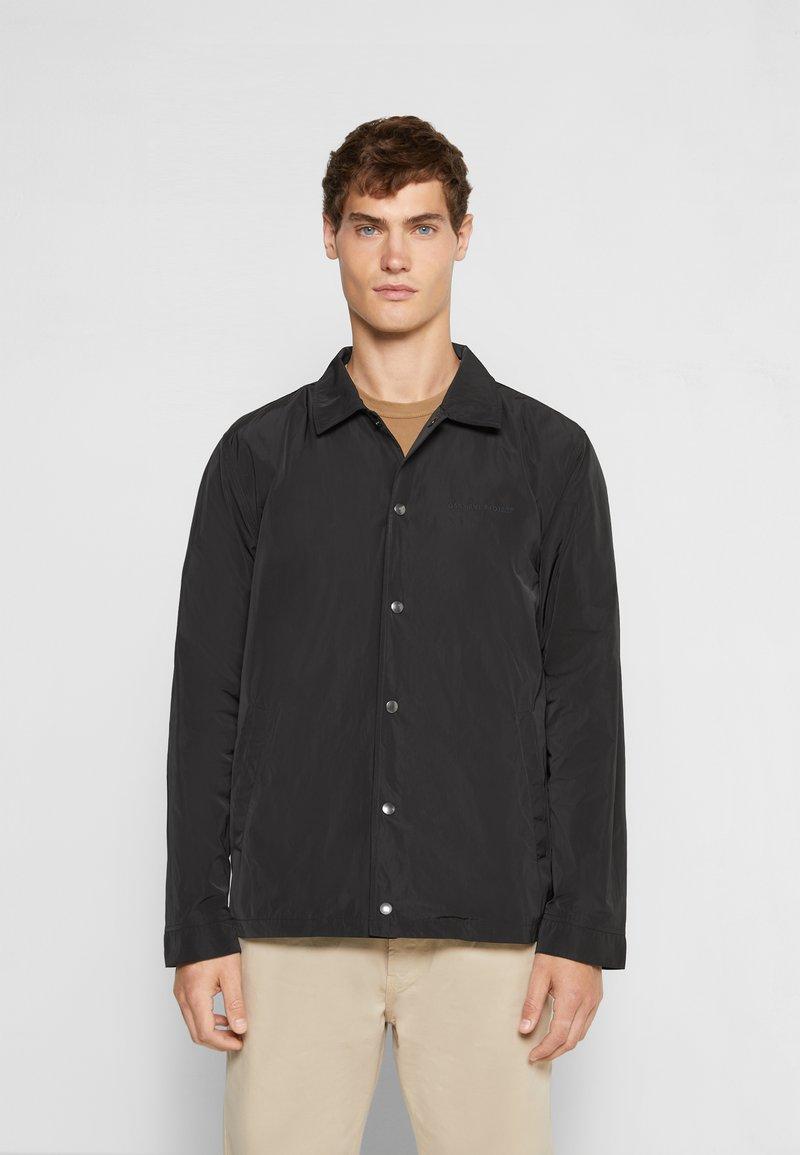 GARMENT PROJECT - COACH - Lehká bunda - black