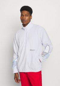 adidas Originals - TRICOL UNISEX - Felpa in pile - white - 0