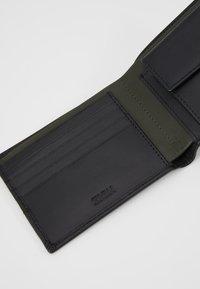 Zign - LEATHER - Peněženka - olive/black - 5