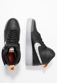 Nike Sportswear - AIR FORCE 1 - Sneakers hoog - black/wolf grey/dark grey/total orange/white - 1