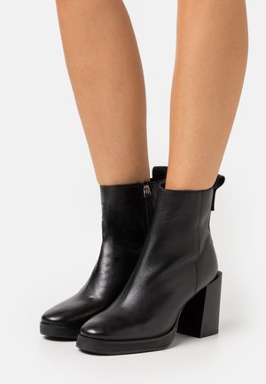 HERINGTON - High Heel Stiefelette - black