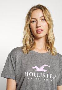 Hollister Co. - TIMELESS LOGO - T-shirts med print - grey - 3