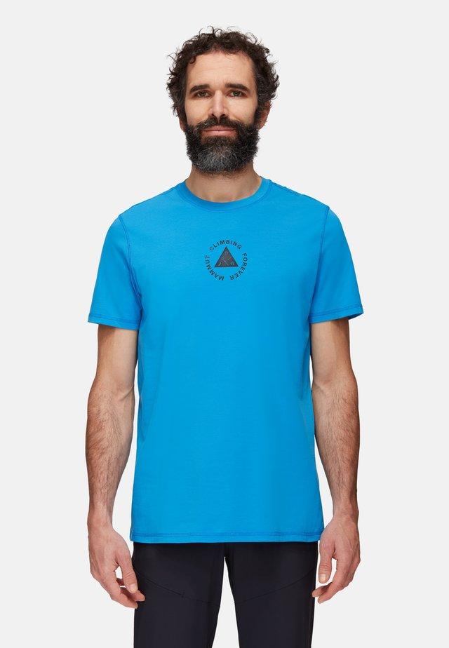 MASSONE MEN - Print T-shirt - gentian prt
