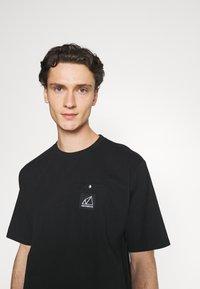 New Balance - ALL TERRAIN POCKET TEE - Basic T-shirt - black - 3