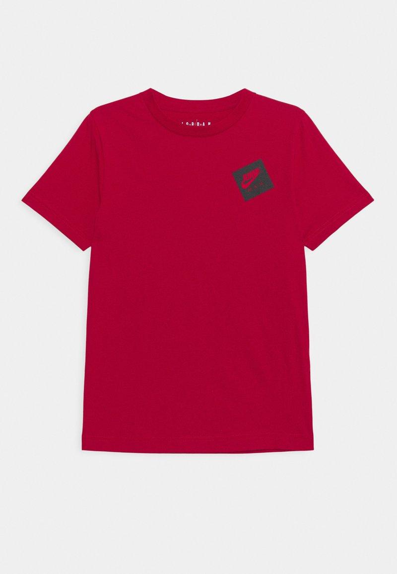 Jordan - JUMPMAN STACK CLASSIC TEE UNISEX - T-shirt z nadrukiem - gym red