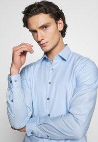 Calvin Klein Tailored - DOBBY EASY CARE SLIM - Formal shirt - blue - 3