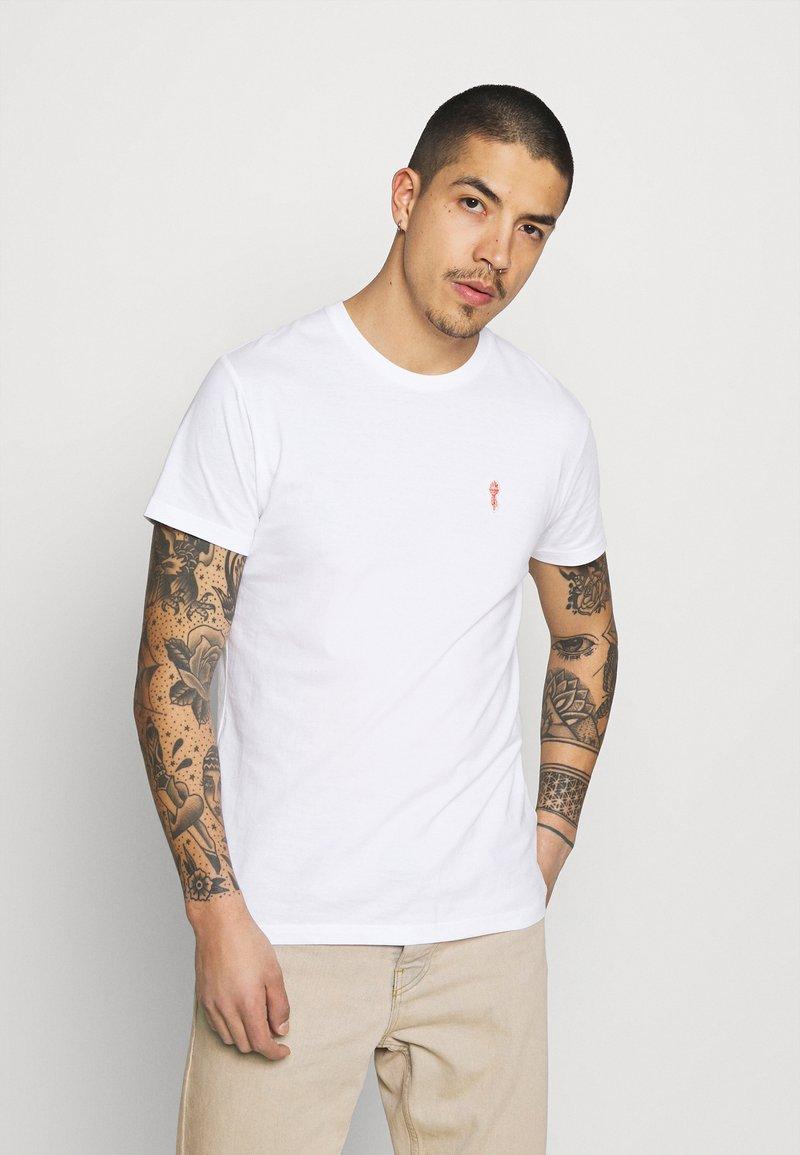 REVOLUTION - REGULAR - Basic T-shirt - white